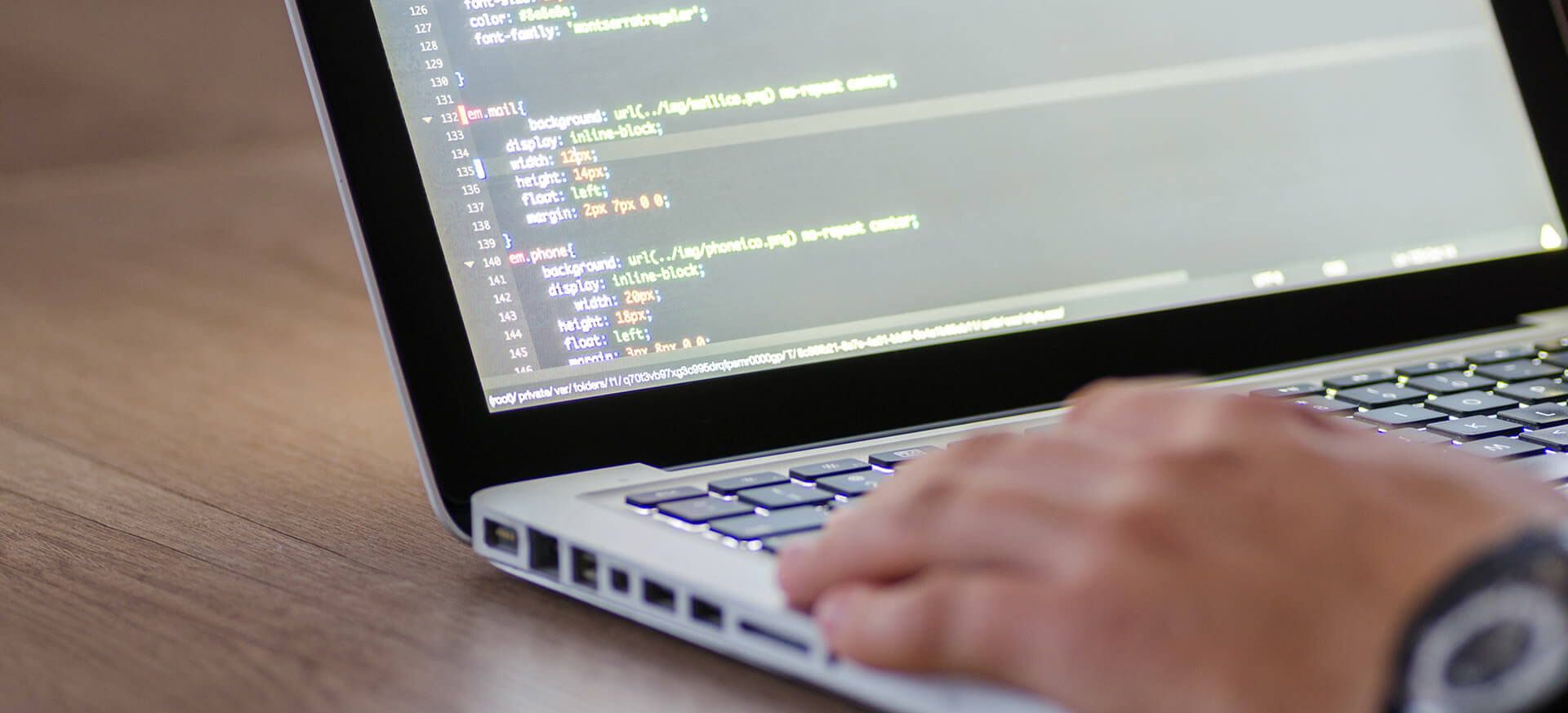 Programmering_programmør_hjemmeside_app_bookingsystem_intranet_fragtberegning